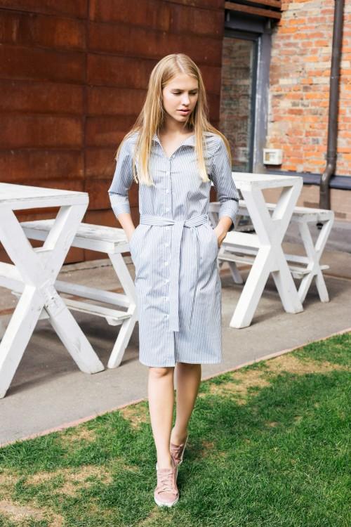 Платье-рубашка в полоску с поясом, серо-белый