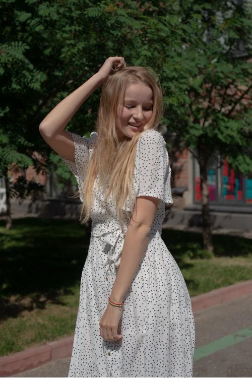 Платье летнее в горох, белое
